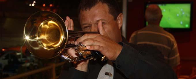 Trompetista y vocalista
